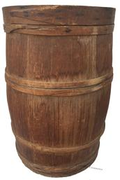 D390 19th century wooden oak wood staved barrel, with original lid with a finger lap band, the barrel has has four figer lapping band in old naturial patina.