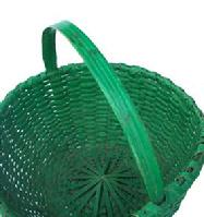 Z138 Late 19th century wonderful, Pennsylvania,  ash splint Gathering Basket, with a kicked in bottom, with a great original dry green painted surface. Double wrapped rim, Ash splint with a wonderfully  steamed and bent carved  handle.