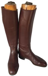 D348 Antique English leather riding boots with interior pull up straps, thick leather soles. Gorgeous chestnut brown leather, with wonderful patina and age. with the wooden booth streaher