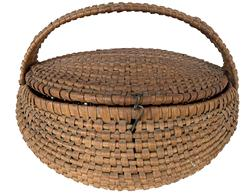 F428 North Carolina Basket/ sewing basket, with a removable lid, the lid is attached to the bottom of the basket with a wire catch., the handle is woven to make it wider and stronger, beautiful workmanship, wonderful old natural patina from a North Carolina collection
