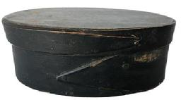 "E511 Small oval pantry box with single finger lap in original dark green paint 6"" long x 2"" tall"