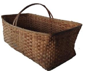 A300 Large beautiful, large scale, vintage tobacco-picking basket of Virgiia origins. Handsome woven split-wood construction with wonderful worn and weathered overall surface and patina. Some baskets contained agricultural goods or other food products. Farmers often used split oak baskets for gathering cotton or displaying tobacco leaves.